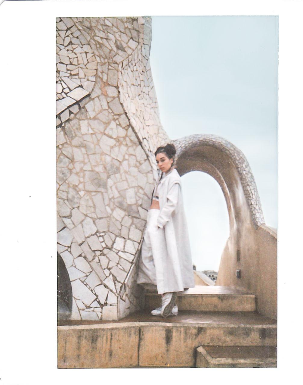 BLONDE-Barcelona-Style-Editorial-Polaroid-2