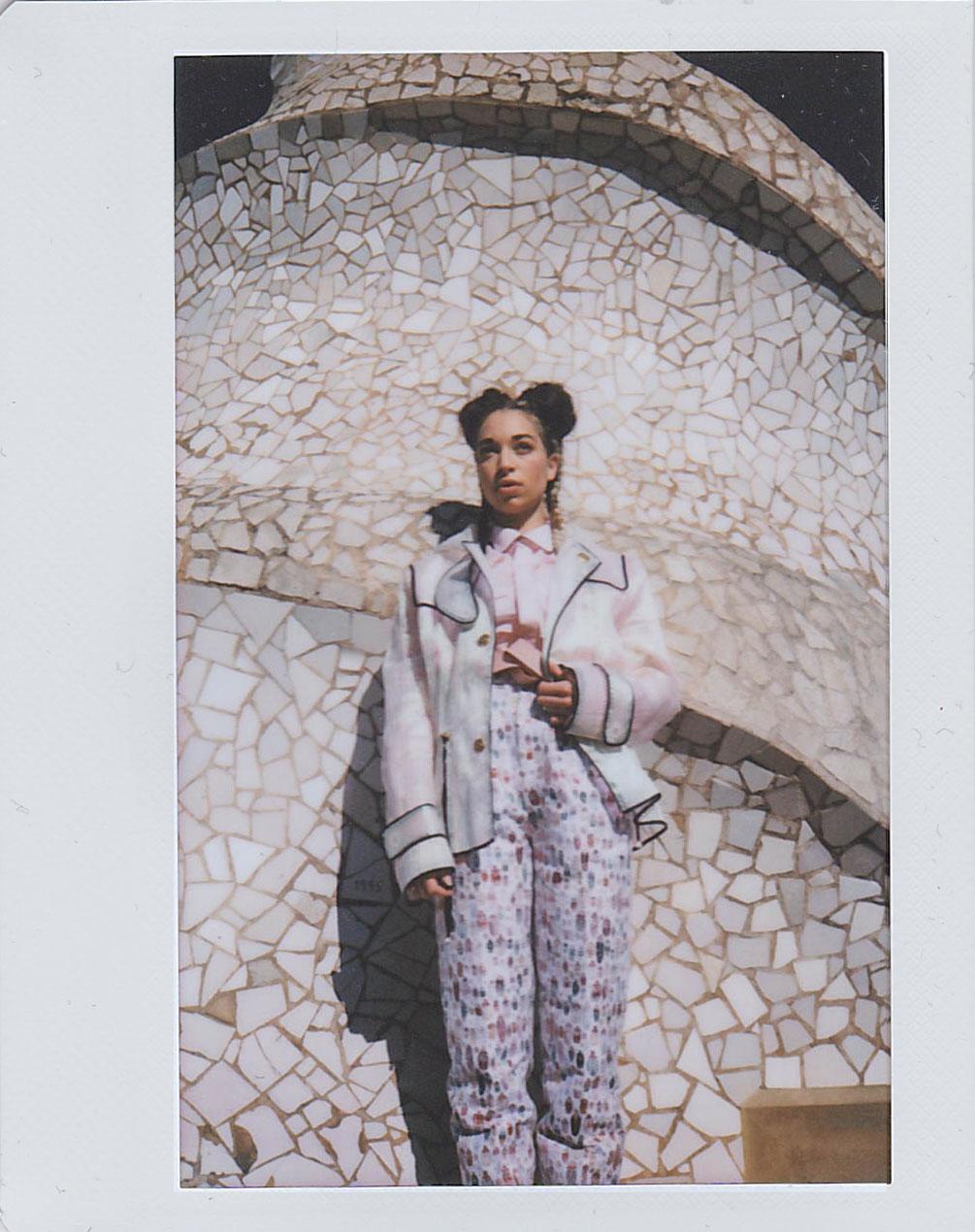 BLONDE-Barcelona-Style-Editorial-Polaroid-3