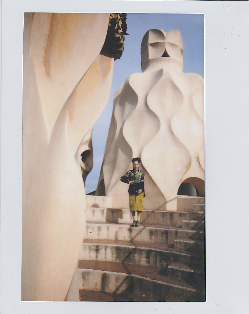 BLONDE-Barcelona-Style-Editorial-Polaroid-4