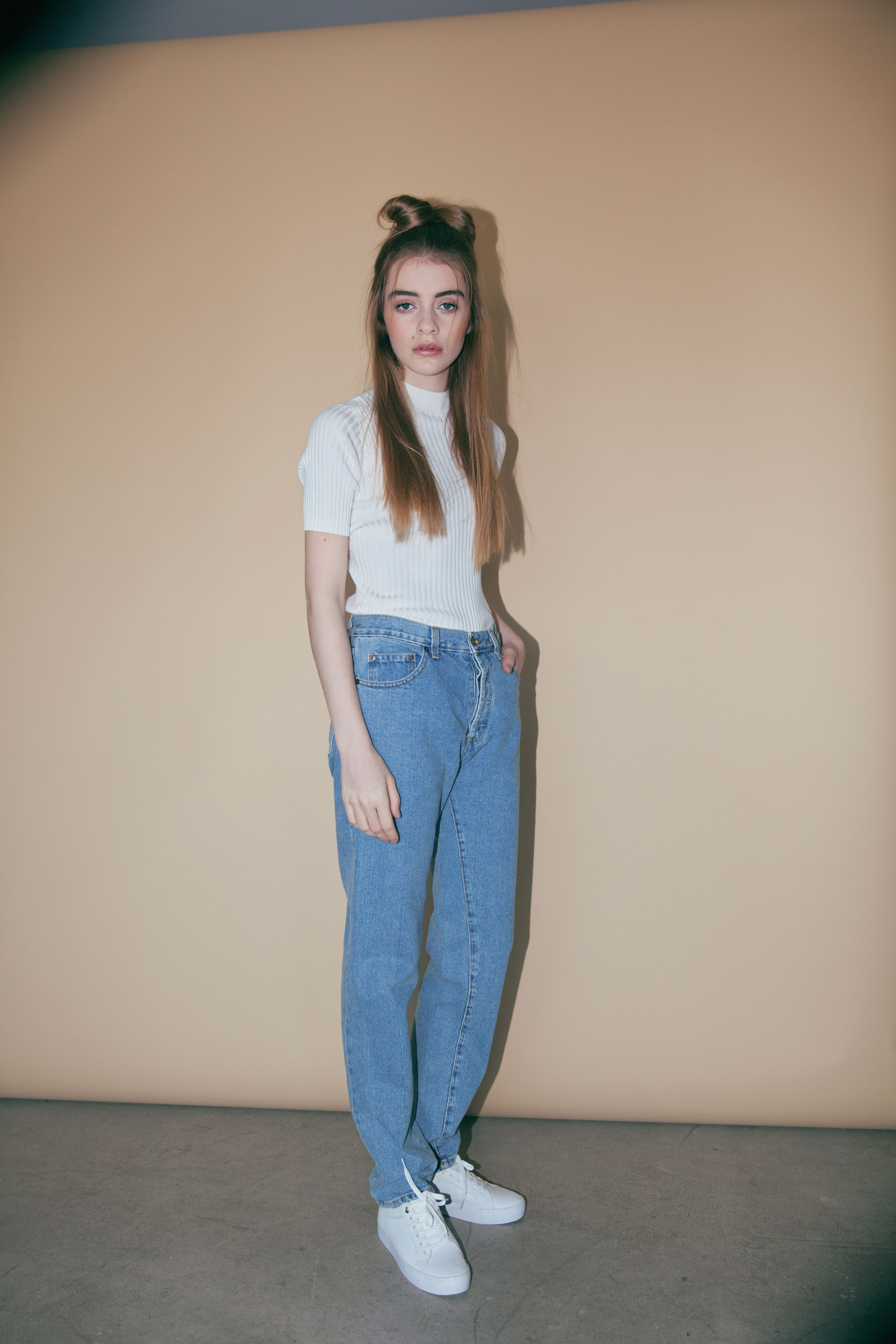 BLONDE-Editorial-Normcore-Jeans