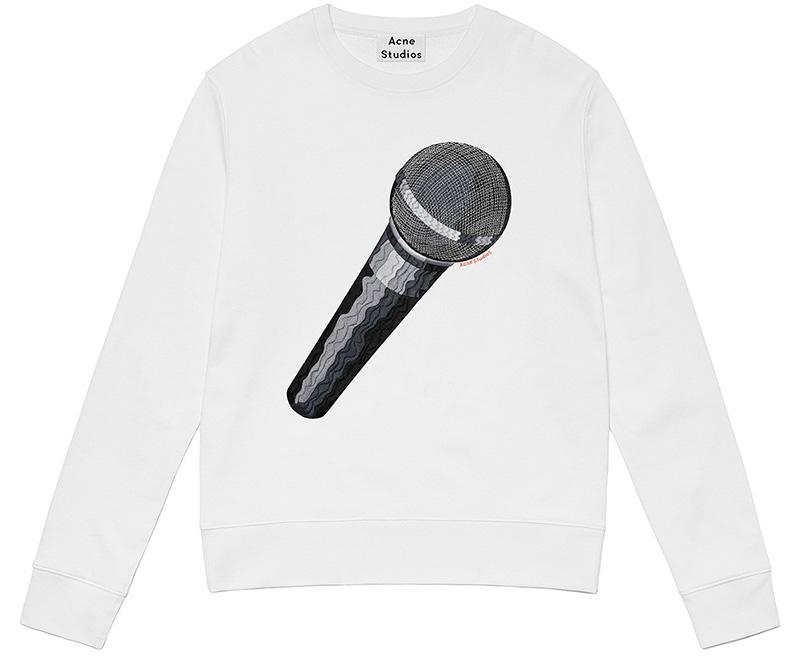 BLONDE-Acne-Studios-emoji-woman-carly-mic
