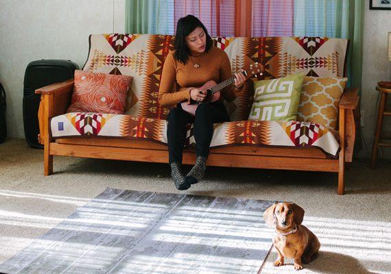 Sioux Reservat USA Pine Ridge South Dakota Juliana Browneyes Hund Dackel
