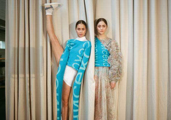 Ballett Staatsballett Berlin Tänzerinnen Sloggi Oversize Seek Look Vorhang Theater Streetwear