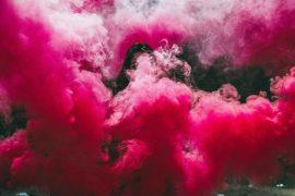 Free-bleeding-regeblutung-rauch-frau