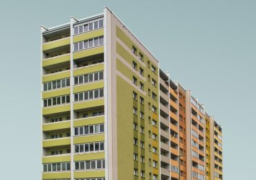 simone-hutsch-unsplash-hochhaus-osbtlock-plattenbau-illustration