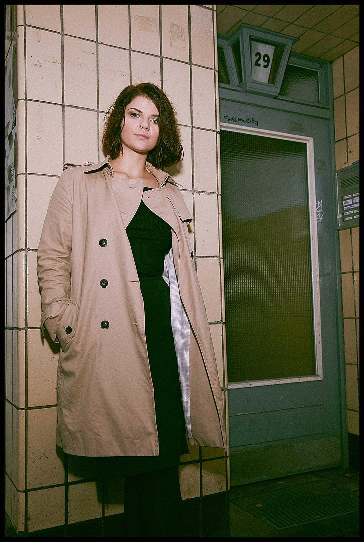 PatrickViebranz-Sophie-Passmann-Trenchcoat-Mantel