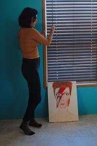 Poster von David Bowie – das Paar liebt Musik und zeigt das auch mit seinem Interior